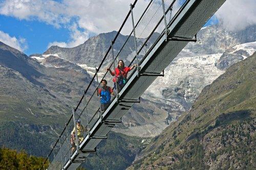Hikers on the Charles Kuonen Suspension Bridge