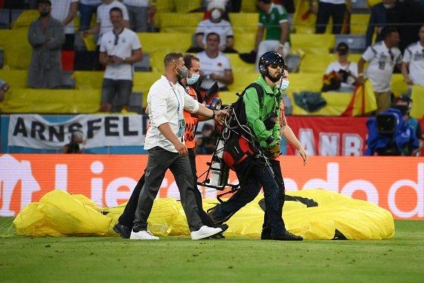 Paraglider invades pitch