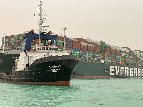 La nave Evergreen che blocca il Canale di Suez