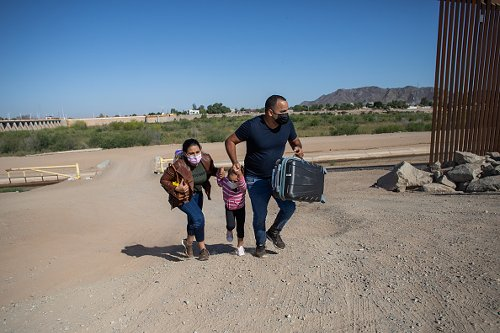 A family from Cuba crosses in Yuma