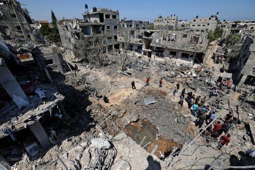 I danni causati dagli attacchi aerei israeliani, a Beit Hanun, nel nord della Striscia di Gaza
