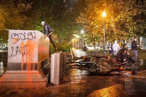 Teddy Roosevelt statue toppled in Portland