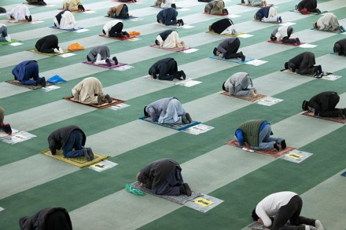 Le preghiere del venerdì nella moschea Baitul Futuh a Londra