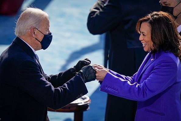 Il giuramento di Joe Biden e Kamala Harris - cover