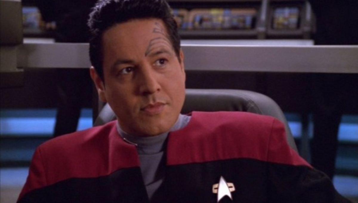 Robert Beltran Is Returning To Star Trek As Chakotay & Other Trek Legends Return - cover