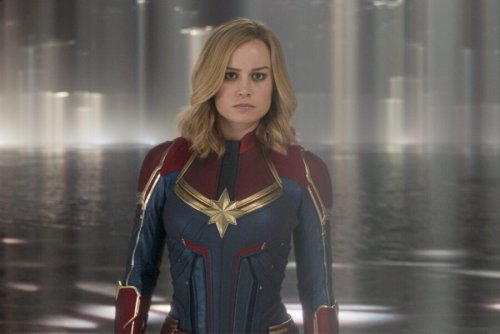 Watch Brie Larson Do One-Arm Push-Ups In Tight Yoga Pants