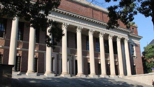 Harvard führt Corona-Impfpflicht für Studierende ein
