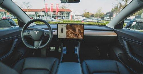 Schlag für Tesla-Fans: Elon Musk schafft das Lenkrad ab