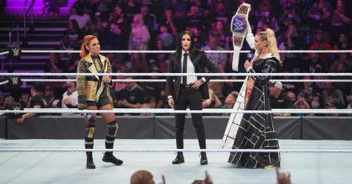 Charlotte Flair & Becky Lynch have legitimate heated confrontation after WWE SmackDown segment
