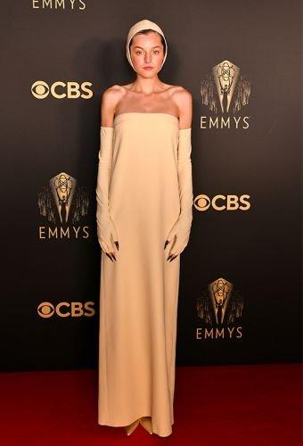 Emmys: Emma Corrin - Danijela Pilic - Glam Slam