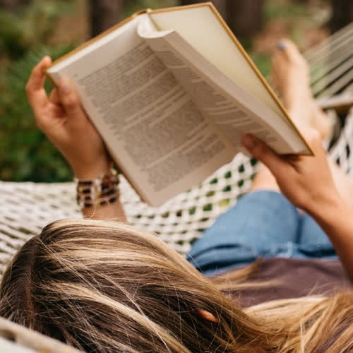 Buchtipps 2021: Die 19 besten Bücher für den Sommer