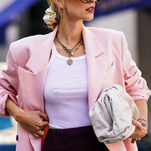 Perfektes Basic: Dieses 15-Euro-Oberteil von Cos lässt jedes deiner Outfits teuer aussehen