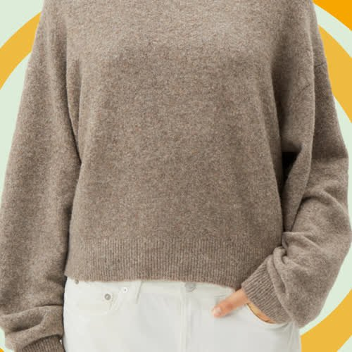 Perfekter Übergangs-Pullover: Dieses Allrounder-Oberteil passt zu all euren Jeans-Hosen