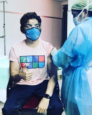 Gurmeet Choudhary gets first Covid vaccination shot