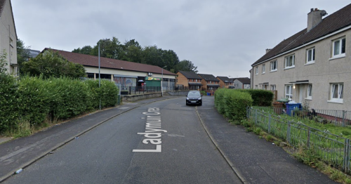 Hunt for group of men and women after man seriously assaulted in Pollok