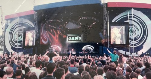 Incredible Oasis at Loch Lomond photo showing 360 degree crowd uncovered 25 years on