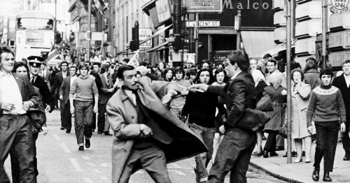 Photo captures infamous moment Glasgow thug slashed policeman in 1971