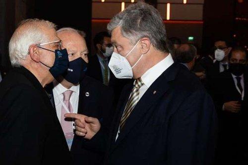 Порошенко обговорив із Боррелем підсумки саміту ЄС-США
