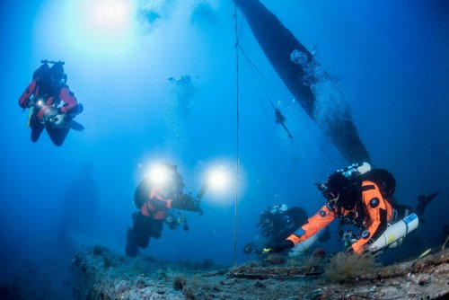 Divers haul ghost nets from submarine wreck in Greece's Ionian Sea | GLOBAL HEROES MAGAZINE
