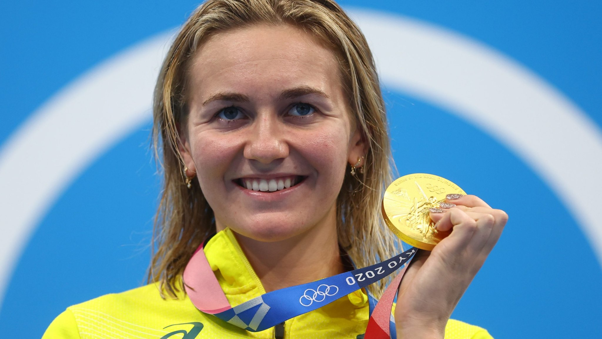 Olympics-Swimming-'Small town' girl Titmus wins 200m freestyle thriller