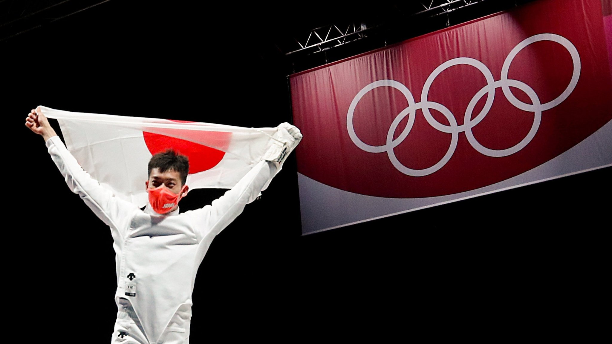 Olympics-Fencing-Underdogs Japan claim gold in men's team epee