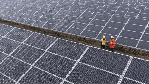 Enbridge opens 10.5-megawatt solar facility near Burdett, Alberta