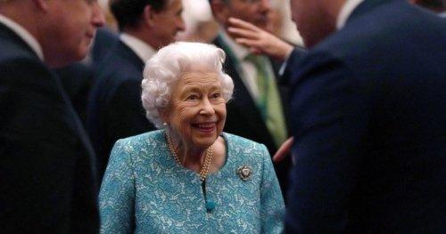 Queen Elizabeth back at Windsor Castle after night in hospital, Buckingham Palace says - National | Globalnews.ca