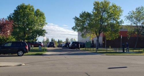 Police respond to anti-mask dispute at Edmonton polling station | Globalnews.ca