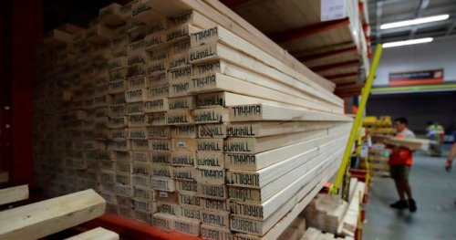 Sky-rocketing lumber prices shock renovators: 'It's ridiculous'