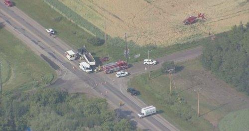 3 people taken to hospital after crash on southern outskirts of Edmonton - Edmonton | Globalnews.ca