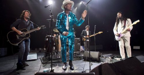 The Tragically Hip to reunite for performance with Feist at 2021 Junos