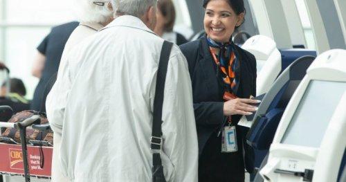 Toronto Pearson Airport stops separating international passengers based on COVID vaccine status | Globalnews.ca