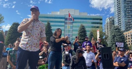 Maxime Bernier attends Calgary 'freedom rally' in last weekend of federal campaign   Globalnews.ca