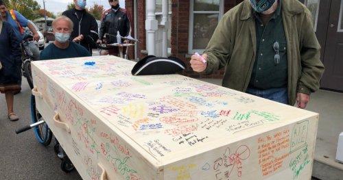 London, Ont. bids farewell to town crier Bill Paul - London | Globalnews.ca