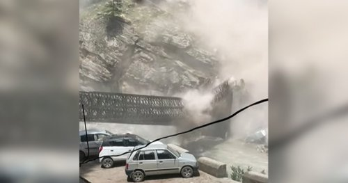 Falling boulders kill 9 tourists in India landslide caught on video - National | Globalnews.ca