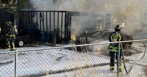 Garage, vehicle destroyed but homes saved in West Kelowna inferno - Okanagan | Globalnews.ca