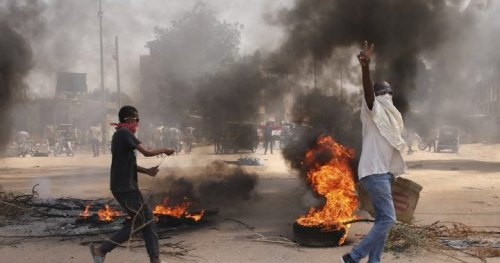 Sudanese officials detained by military in apparent coup, government says - National | Globalnews.ca