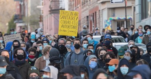 COVID-19: Montreal protesters denounce 8 p.m. curfew as unscientific, harmful to vulnerable