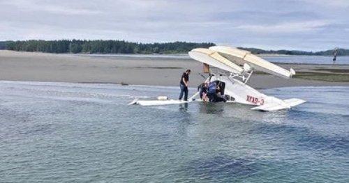 5 sent to hospital after floatplane flips into waters off Tofino, B.C. | Globalnews.ca