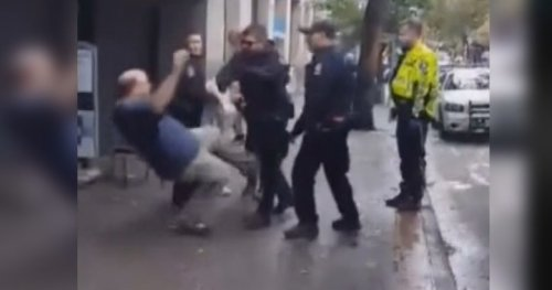 Video shows Vancouver police officer shoving man to the ground - BC | Globalnews.ca