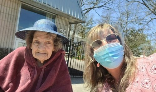 'She lost her will to live': Ontario caregiver reflects on mother's time in long-term care during COVID   Globalnews.ca