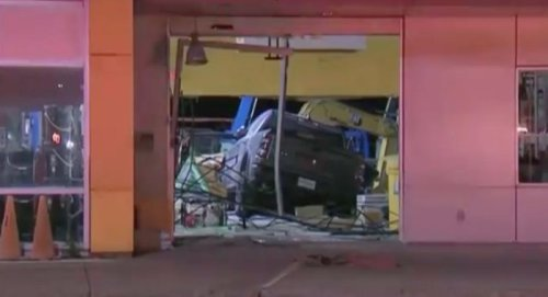 Man arrested after pickup truck crashes into Montreal business: police - Montreal | Globalnews.ca