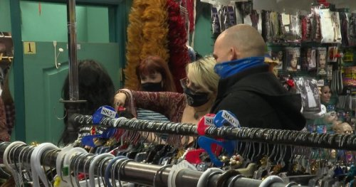 'Fangtastic' Halloween costume trends at Kelowna, B.C. costume shop - Okanagan | Globalnews.ca