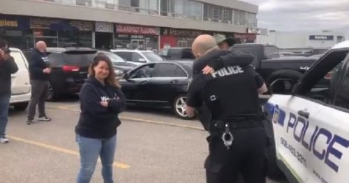 COVID-19: Peel police officer accuses Global News journalist of agitating protesters, hugs attendees