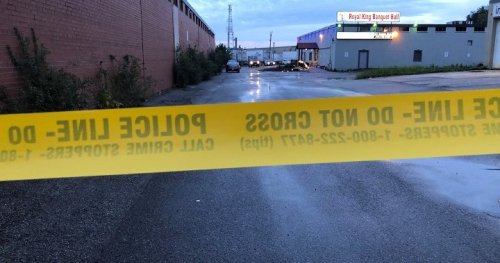 Male victim seriously injured after shooting near Etobicoke banquet hall - Toronto | Globalnews.ca