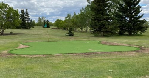 Synthetic greens a game changer for small-town golf course in Saskatchewan   Globalnews.ca