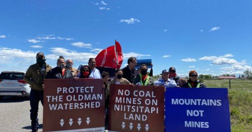 'We are deeply, deeply concerned': Anti-coal mining car rally in southern Alberta hits road block