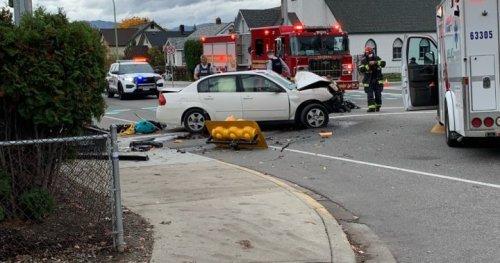 Severe car crash closes downtown Kelowna intersection - Okanagan | Globalnews.ca