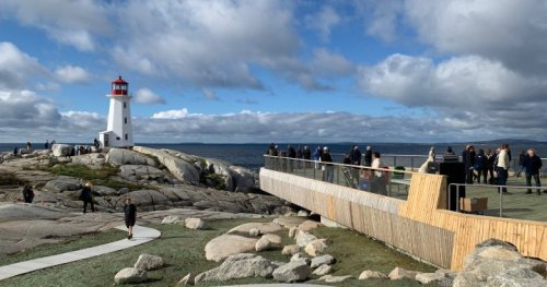 Viewing platform opens at Peggy's Cove in Nova Scotia with eye to improving safety - Halifax | Globalnews.ca