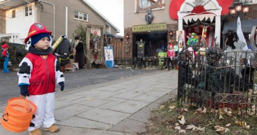 Kids asked not to yell 'trick-or-treat' as part of Quebec's pandemic Halloween rules   Globalnews.ca